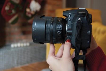 Фотокамера, вид сбоку