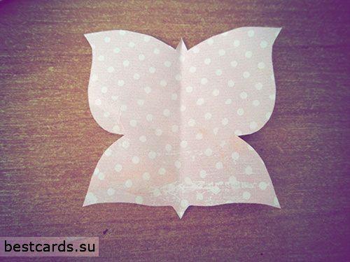 Из бумаги для скрапбукинга вырезаем бабочку
